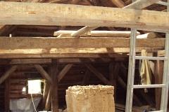 Foto 13/29: Bourání jednoho z komínů do úrovně viditelné klenby