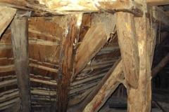 Foto 2/29: Vyhnilý spoj úžlabního a vazného trámu