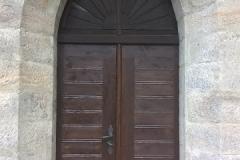 Foto 17/22: Nové vstupní dveře do bývalé konírny (vnější líc), 7/2015