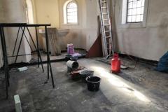 Opravené vnitřní omítky a nové souvrství podlahy v průběhu stavby, 2020