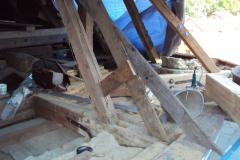 Foto 10/29: Odsouhlasený tvar mansardy - prkenná maketa, 6.9. 2012