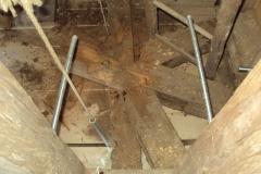 Foto 12/29: Nosný kříž věže před vynesením a opravou, 12.9. 2012