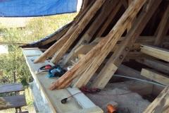 Foto 15/29: Opravený krov včetně římsového prkna, 8.10. 2012