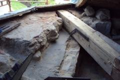 Foto 9/29: Detail žb římsy ve spojení s vyprotézovaným nárožním kráčetem, 30.8. 2012