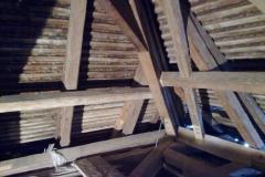 Foto 12/28: Opravená pata nároží, pětiboké vaznice a diagonálního ztužidla