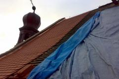 Foto 3/28: Pokrývání na opravený krov