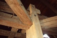 Foto 12/15: Vyztužení krovu novými prvky, 2012
