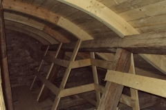 Foto 13/15: Opravený krov stříšky u hlavní věže, 1/2014