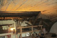 Foto 8/15: Obnažené bednění klenby lodi 2011