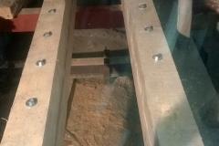 Foto 04: Dvojice spřažených dřevěných nosníků osazených na dvojici svařených nosníků ocelových, 11/2017
