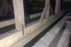 Foto 05: Propojení původní vazby krovu s nově vloženým spřaženým nosníkem, 11/2017