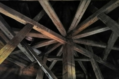 Krov hlavní věže v poměrně dobrém stavu, 6/2019
