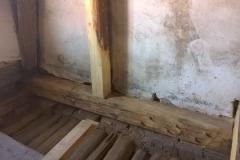 Foto 2/5: Opravené části podlahy a krovu, 5/2016