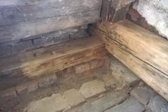 Foto 3/5: Opravené části podlahy a krovu, 5/2016