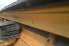 Foto 10/20: Detail nové mezistřešní profilované římsy, 6.8. 2012