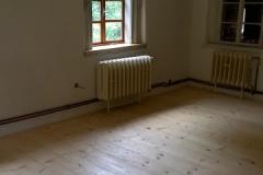 Foto 8/13: Podlaha a stěny sednice po opravě, 8/2015