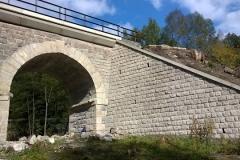 Foto 11/13: Opískované zdivo mostu na trati Liberec - Turnov