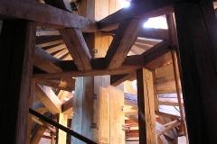 Foto 1/16: Opravená horní část krovu včetně hrotnice