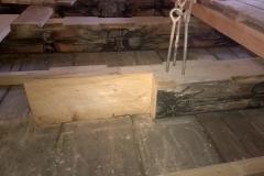 Foto 21/31: Detail přípravy stropního trámu na protézování včetně jeho vynesení