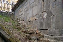 Foto 5/13: Pravá stěna hrobky před zahájením prací, 6/2014