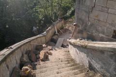 Foto 7/13: Pohled ze severního schodiště během prací, 8/2014