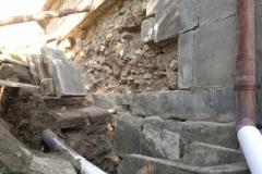Foto 8/13: Jižní stěna a koryto během prací, 8/2014