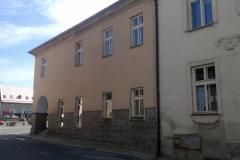 Foto 2/9: Dům č.p.6 před zahájením oprav (Z stěna), 5/2015