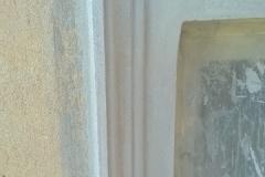 Foto 6/9: Nově vyštukovaná okenní šambrána, 8/2015