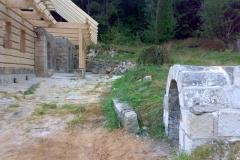 Foto 7/15: Vpředu obnovená studánka