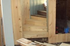 Foto 3/16: Opravované schodiště a obložení stěn, 4/2013