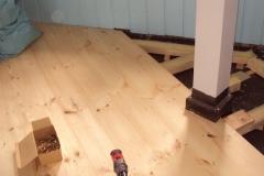 Foto 4/16: Opravovaná podlaha ve styku s novým obložením stěn, 5/2013