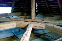 Foto 7/19: Spodní část krovu věže před opravou