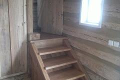 Foto 13/17: Roubenka - obnovené schodiště z dubových fošen, 6/2014